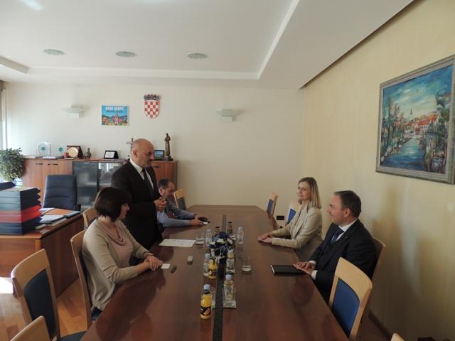 LokalnaHrvatska.hr Gospić Nj.E. dr. Smiljana Knez  - veleposlanica Republike Slovenije posjetila  Grad Gospic